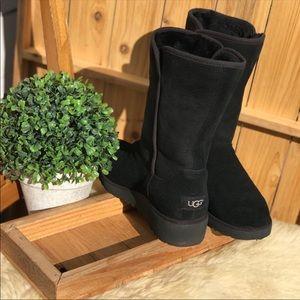 UGG Amie ♥️Black winter boots Sz 8